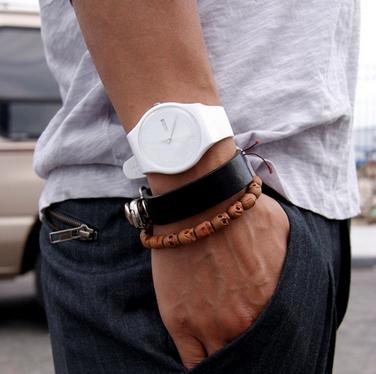 белые мужские часы