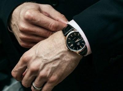 наручные часы под костюм