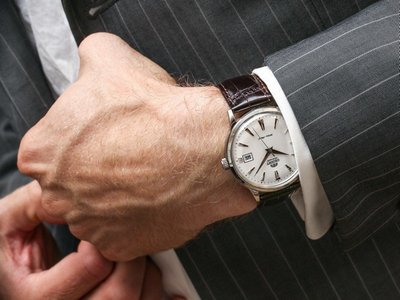 наручные часы под классический костюм